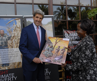 Ugandan Minister for Environment Maria Mutagamba and US Senator John Kerry.Photo Ng Swan Ti/Oxfam